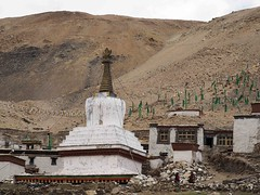 Rongphu Monastery (Highest monastery in the world at 4980m) (joeng) Tags: tibet china places mountain landscape chomolungma mteverest rongphumonastery himalayas monastery temple chorten building prayerflag