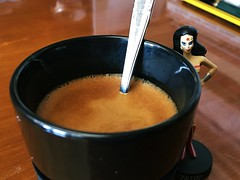 Da 12 | Aparece Wonder Woman (Chimista) Tags: iphone iphone6splus 365coffeeroad caf figura wonderwoman cmic dc