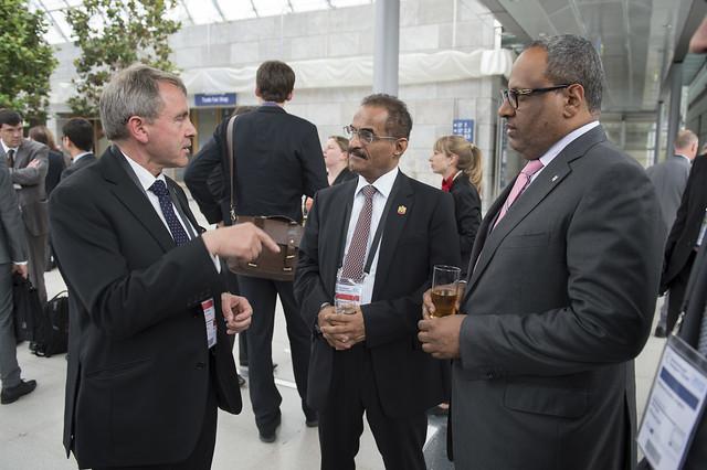 Robert Goodwill, Abdulla Bin Mohammed Bilhaif Al Nuaimi and Jumaa Mubarak Al Junaibi conversing