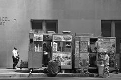 USA, New York (dscheronimo) Tags: bw usa newyork lunch blackwhite nikon burgers sw schwarzweiss sandwiches jm bigapple imbiss d800 foodtruck