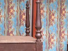 ckuchem-0164 (christine_kuchem) Tags: alt wand bein mbel tisch holz farbe farbig muster bunt antik holztisch tischbein verwittert verkleidung restaurierung holzwand restauriert holzverkleidung holzpaneele paneele aufarbeitung blttert aufbearbeitet