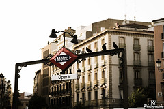 Metro Opera in Madrid, Spain (ZKent.Yousif) Tags: madrid spain opera birds pigeons metro underground canon sigma sigma1750mm 50mm street photography