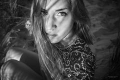 Retrato entre sombras y claros (Soledad Bezanilla) Tags: retrato portrait entre between sombras claros clear shades instantes momentos luz light arte art canoneos7d soledadbezanilla naturaleza nature