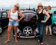 Di & Kate_8156 (Fast an' Bulbous) Tags: vw volkswagen beetle car vehicle automobile german aircooled girl woman women girls clond hot sexy chick babe santa pod bugjam people outdoor