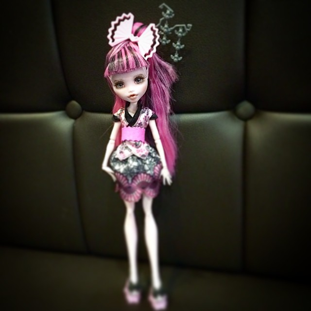 탐앤탐스쇼파ㅋ #monsterhigh #monsterhighdoll #monsterhighrepaint #monsterhighrepainting