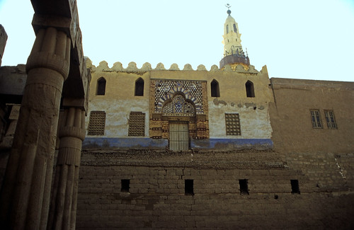 "Ägypten 1999 (263) Tempel von Luxor: Moschee des Abu el-Haggag • <a style=""font-size:0.8em;"" href=""http://www.flickr.com/photos/69570948@N04/27711010264/"" target=""_blank"">View on Flickr</a>"
