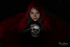 IMG_0488 (Daniel JG) Tags: red portrait tree beauty forest canon dark eos skull scary rojo darkness witch retrato magic capa cap bosque belle femalemodel lowkey calavera brujeria sorcery caperuza darkfemale