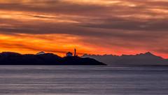 Trial Island Sunrise (Paul Rioux) Tags: britishcolumbia bc vancouverisland trialisland victoria juandefucastrait salishsea lighthouse morning sunrise daybreak dawn clouds mountains scenic outdoor prioux
