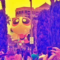 U got me floatin' (Dom Guillochon) Tags: balloons people crowd foule fun fantasy world life real unreal comiccon 2016 floatin