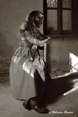 vintage (sanino fabrizio) Tags: moda ritratto portrait sedia modella vintage posa canon 550d 1855 edificio casa abbandonta abndoned