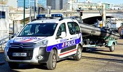 Police Paris - TV Brigade Fluviale (Arthur Lombard) Tags: police policedepartment policecar policestation citron citronberlingo lightbar led blue bleu gyrophare gyroled paris france nikon nikond7200 4x4 emergency 17 911 999 112 bluelight boat bateau