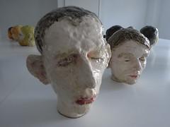 20160827 Watou 2016 (enemyke) Tags: watou watou2016 2016 kunst art arte kunstenfestival belgi mededogen dekrachtvanmededogen kunstenfestivalwatou2016 hm pixeldiary florin maenflorin keramiek hoofden heads cabezas glazuur