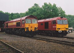 """DB Schenker Class 59/2, 59203 """"Vale of Pickering"""" & Class 60, 60040 """"The Territorial Army Centenary"""" (37190 """"Dalzell"""") Tags: db dbschenker ews englishwelshscottishrailways maroon maroongold gm generalmotors class59 class592 brush type5 doughnut tug class60 59203 valeofpickering 60040 theterritorialarmycentenary armybethebest regular territorial openday mereheadquarry"""