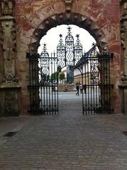Bckeburg, Portal zum Schlossareal  Portal to the castle grounds (Namtra) Tags: perspective portal schloss renaissance aquarell weserbergland weserrenaissance bckeburg