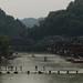 A cidade cresceu aos dois lados do rio Tuo