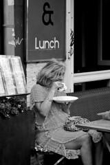 Lunch (Franco & Lia) Tags: street blackandwhite holland amsterdam noiretblanc nederland biancoenero blackdiamond photographiederue fotografiadistrada 2485f284 stphotographia