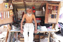 Alibaba's Cave (Mayank Austen Soofi) Tags: car vintage delhi smiley munnar walla