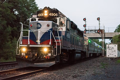 The Very Last Light at Howells (sullivan1985) Tags: railroad summer ny newyork train july railway signals passenger orangecounty howells westbound metronorth southerntier passengertrain emd westofhudson mncw portjervisline mncw4906 gp40ph2m cphowells