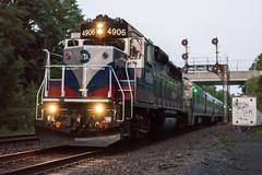 The Very Last Light at Howells (sullivan1985) Tags: railroad summer ny newyork train july railway signals passenger orangecounty howells westbound metronorth southerntier passengertrain emd westofhudson mncw portjervisline mncw4906 gp40ph2m cphowells
