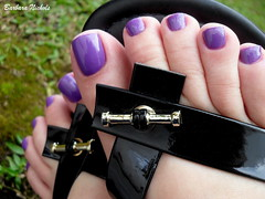 Cora - Zig Zag (Barbara Nichols (Babi)) Tags: cora roxo purple purplenailpolish feet ps
