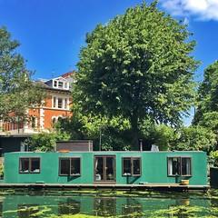 A houseboat in Little Venice? Quick, before summer's over!  (juliavhill) Tags: grandunioncanal regentscanal paddington england london littlevenice houseboat