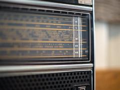 In the good old Times there was a Radio.... (*Capture the Moment*) Tags: 2016 bmwwelt bmwworld bokeh bokehleicalenses focalpoint fokus historie history leicalenses leicasummiluxm1475 minimalism minimalismus radio radiostation skala tunedin