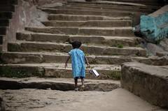 (Kals Pics) Tags: poombarai kodaikanal tamilnadu india girl kids children childhood hillstation food carrier walk fun indianvillages ruralpeople villagepeople ruralindia villagelife rurallife cwc chennaiweelendclickers roi rootsofindia steps kalspics
