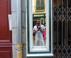 Ftes Bayonne 2016. (Poldarkk) Tags: salut hola bayonne ftesbayonne2016 red white rouge blanc rojo blanco selfportrait arte art feria poldarkk irun