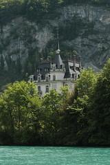 Schloss Seeburg ( Chteau - Castle - Baujahr 1907 ) im Dorf Iseltwald am Brienzersee im Berner Oberland im Kanton Bern der Schweiz (chrchr_75) Tags: chriguhurnibluemailch christoph hurni schweiz suisse switzerland svizzera suissa swiss chrchr chrchr75 chrigu chriguhurni mai 2015 hurni150531 kantonbern berner oberland berneroberland brienzersee see lac lake lago albumbrienzersee s jrvi  alpensee landschaft landscape natur nature kanton bern berne berna brn albumschweizerschlsserburgenundruinen