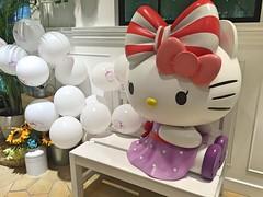 Have A Seat With Hello Kitty (Jerry (jerrywongjh)) Tags: singapore changiairport changi airport hellokitty hellokittycafe themedcafe sanrio   harokiti kitihowaito terminal3 singaporechangiairport food cafe