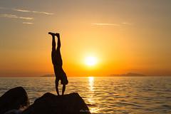 _MG_0169-2 (eliana bonanno) Tags: mare sea spiaggia beach uomo man estate summer tramonto sunset equilibrio verticale equilibrium vertical acqua water riflessi sole sun isole isoleeolie sicilia sicily messina silhouette sport ginnastica