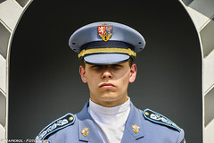 Retrato - Portrait (raperol) Tags: 2006 300d airelibre militar mirada praga republicacheca retrato travel viaje portrait