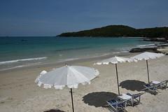 DSC_8898 (Kent MacElwee) Tags: thailand kosamet kohsamed seasia sea southeastasia gulfofthailand coast island kosamed ocean beach sand umbrella beachumbrella kohsamet
