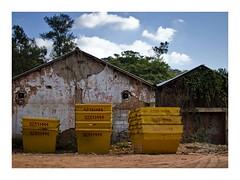 Call 3231... (W Gaspar) Tags: urban exploration juizdefora minasgerais brazil southamerica latinamerica wgaspar nikon nikkor d5100 35mm dumpster urbex
