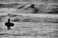 Bodyboarding (adelaidephotos) Tags: bodyboarder bodyboard bodyboarding garoto rapaz jovem kid lad young youngster prancha board caminhando andando walking morning manh mar revolto rough sea copacabana praia beach pessoa person pretoebranco pretobranco pb blackwhite bw rio riodejaneiro brasil brazil mariaadelaidesilva