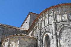 Eglise Sainte-Radegonde (XIIe), Talmont-sur-Gironde (17) (Yvette G.) Tags: architecture 17 église chevet saintonge charentemaritime poitoucharentes artroman modillon talmontsurgironde