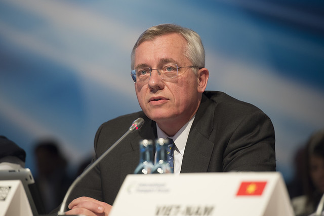 Klaus Tilmes discussing at the Open Ministerial Session