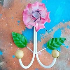 Cabideiro. Fazemos tambm branco.  s pedir!  #artesanato #artesanal #artesanatomineiro #decorao #decorar #decoracao #decoraomineira #casa #casamineira #artemineira #minasgerais #cabideiro (fabriciabarcelos) Tags: minasgerais decoracao artesanatomineiro casamineira decorar decorao artesanato artemineira casa cabideiro artesanal decoraomineira