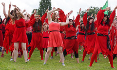 Shambush (McTumshie) Tags: england london dance dancing unitedkingdom performance katebush lambeth brockwellpark wutheringheights lambethcountryfair shambush shambush dayofwuthering 16july2016