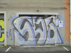 193 (en-ri) Tags: sds nero grigio blu bologna wal muro graffiti writing serranda
