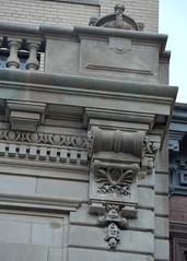 NYC_E70_170_023 (TNoble2008) Tags: 1902 architectcphgilbert balustrade console cornice materialstone ornament ornamentdentils ornamentegganddart styleclassical urn