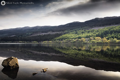 Loch Lubnaig - Strathyre, Scotland (Silent Eagle  Photography) Tags: sep silent eagle photography canon lochlubnaigscotland lochlubnaig reflection shadows outdoor nature rocks tree green water landscape lake sky clouds weather beautiful nice awesome iloveit silenteagle09 canoneos5dmarkii strathyre iso200