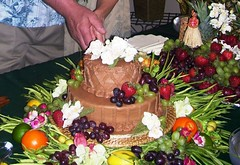 HAWAIIAN WEDDING CAKE (Chel Bug) Tags: wedding cake fruit chocolate reception luau hawaiian