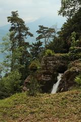 Wasserfall - Waterfall unterhalb der  B.eatushhlen im Berner Oberland im Kanton Bern der Schweiz (chrchr_75) Tags: water schweiz switzerland waterfall eau wasser suisse wasserfall swiss mai christoph svizzera berner berneroberland oberland suissa 2015 chrigu hochformat kantonbern chrchr hurni chrchr75 chriguhurni chriguhurnibluemailch albumzzzz150522ausflugberneroberland albumregionthunhochformat thunhochformat albumzzz201505mai hurni150522