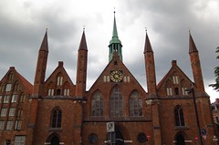 Heiligen-Geist-Hospital, Lbeck (langkawi) Tags: brick hospital gothic medieval luebeck lbeck hansestadt hanseatic spital backsteingotik explored inexplore heiligengeisthospital