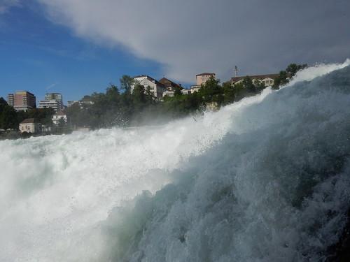 Rheinfall - Von der Plattform des in den Fels gehauenen Fussgängertunnels