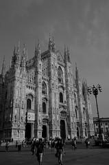Milano (16) (Pier Romano) Tags: milano citt city milan lombardia metropoli italia duomo church piazza square chiesa biancoenero blackandwhite monocromo monochrome italy centro center