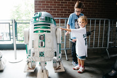 Edmund likes the R2 unit. (poopoorama) Tags: dannyngan dannynganphotography garrisontitan mariners nikoncorporation nikond600 safecofield starwars starwarsday starwarsweekend seattle washington unitedstates