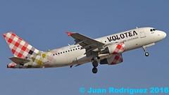 EI-FMT - Volotea Airlines - Airbus A319-112 (Juan Rodriguez - PMI/LEPA) Tags: nikon d90 sigma 70200mm 80400mm pmilepa aeropuerto airport sonsanjuan sonsantjoan palma mallorca aeroplano plane airplane aircraft airbus a319 eifmt voloteaairlines