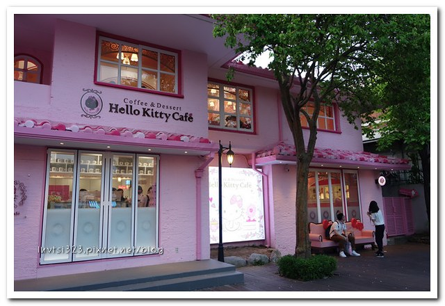 HelloKittyCafe09